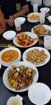 Seafood table at Tumz Restaurant